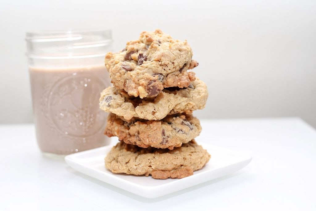 chocolate chip cookies cookie recipe recipes mom blog mom blogger mom bloggers mom blogs family friendly dishes recipes recipe food blog food bloggers 2017 2018