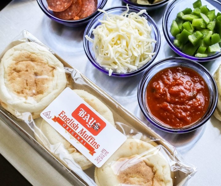 HOW TO MAKE PARTY PIZZAS W/ BAYS ENGLISH MUFFINS