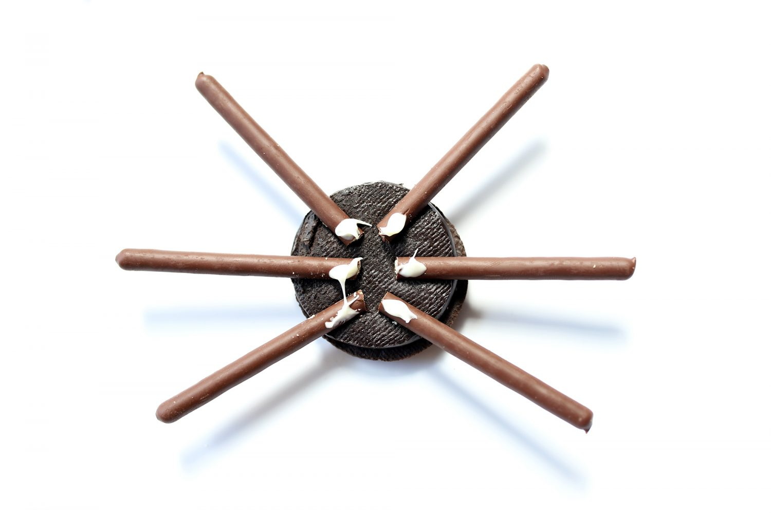 how to make a spider with oreo cookies and pocky