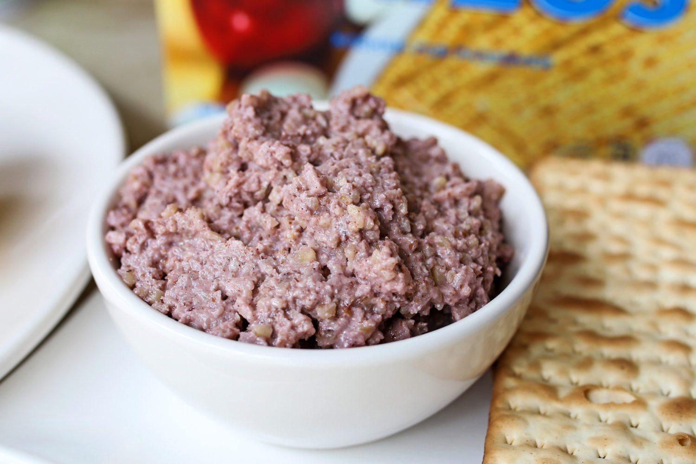 bowl of charoset next to matzoh