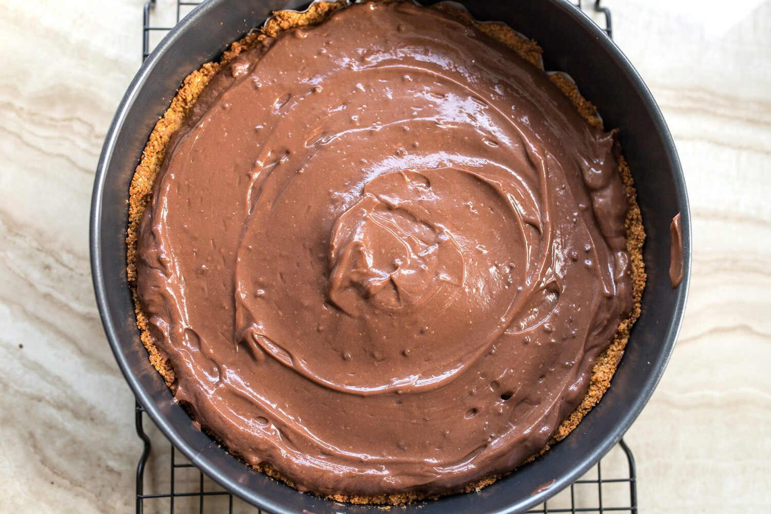pie crust with chocolate pudding filling
