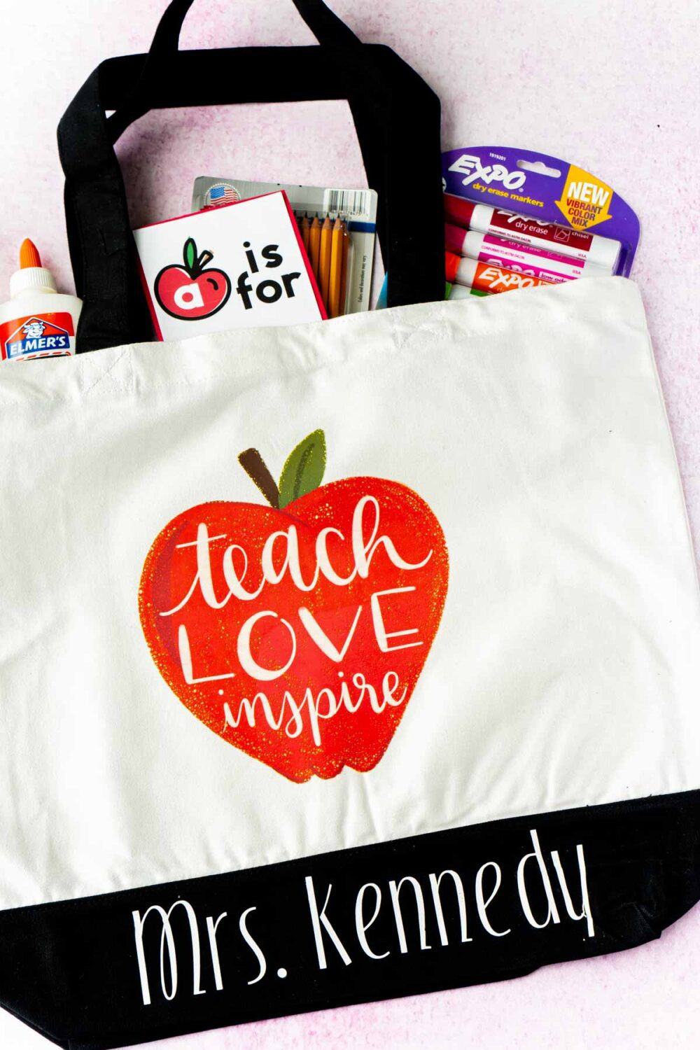 Even if your kids are learning virtually, we all know how hard their teachers are working to make this year amazing for our kids. I'm already brainstorming cute appreciate gift options and these back to school teacher gifts ideafrom Play Party Plan is perfect!