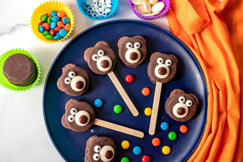 plate of teddy bear cookies
