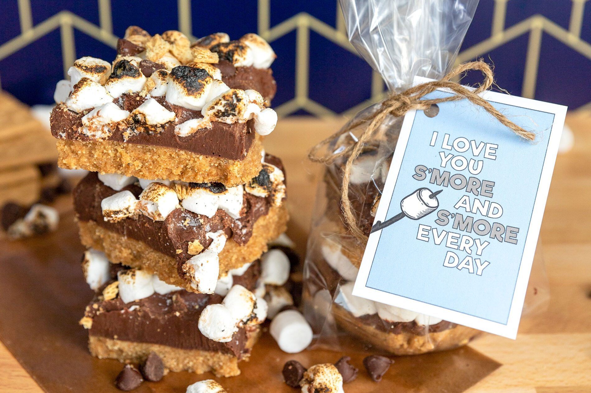 I love you s'more and s'more every day printable next to s'mores fudge bars
