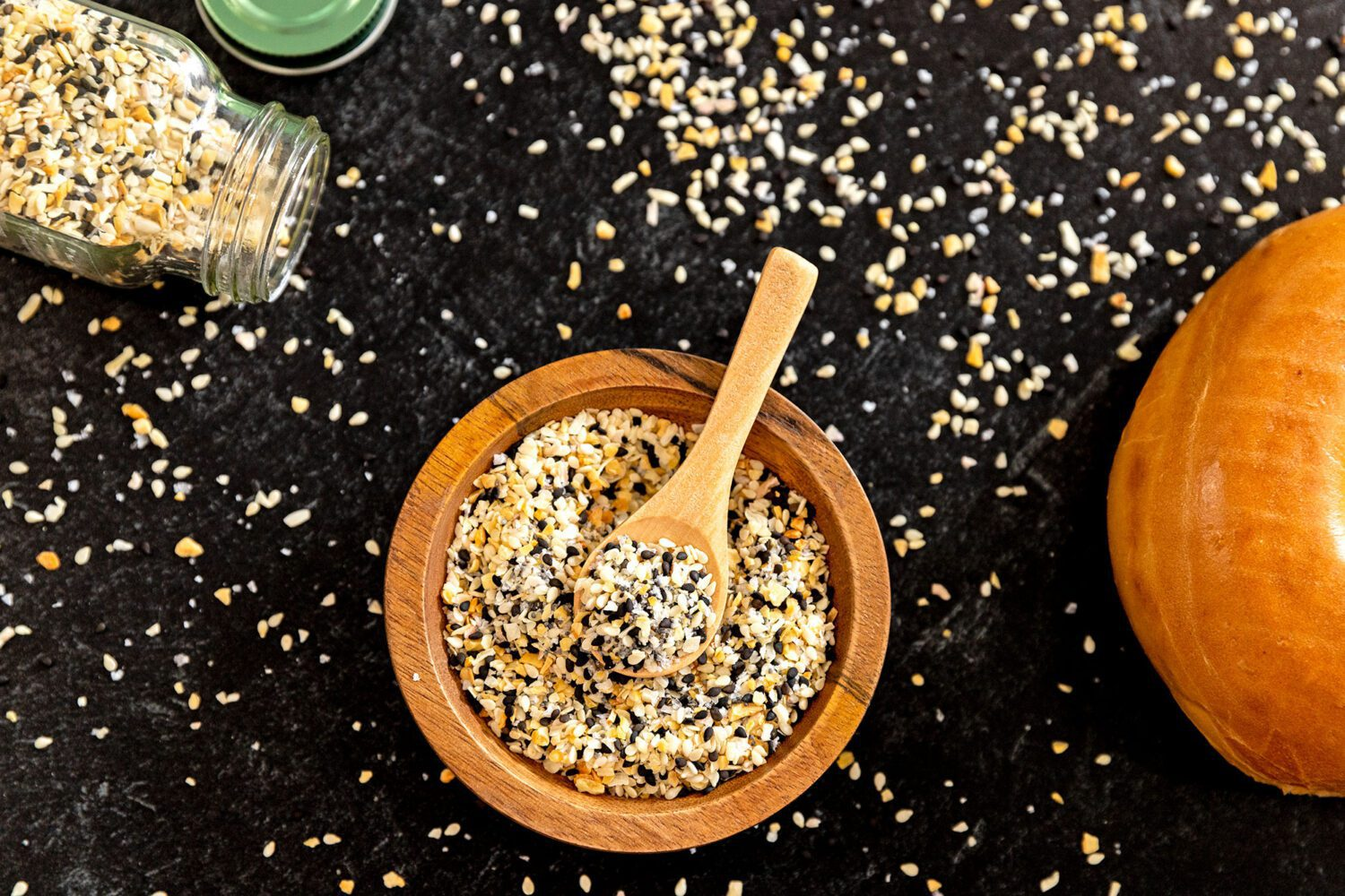 bowl and spoonful of everything bagel seasoning